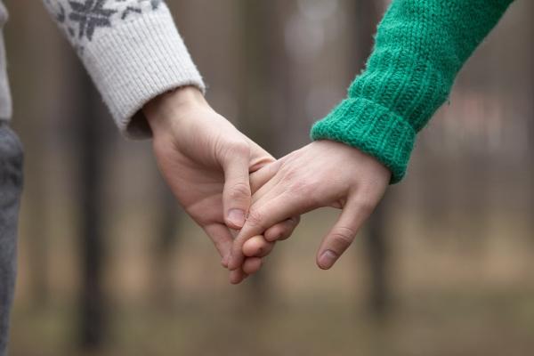 初デートでさりげなく手をつなぐ5つのコツ