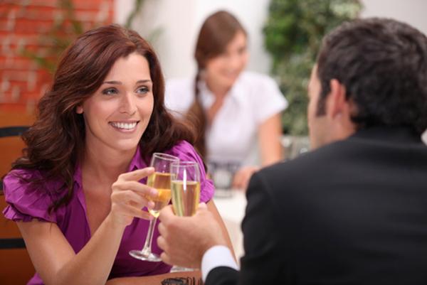 彼女にベタ惚れの時に彼氏が思わずする5つの行動