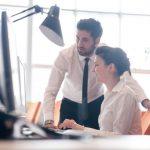 気になる女性が職場にいる…その時の男性の5つの態度