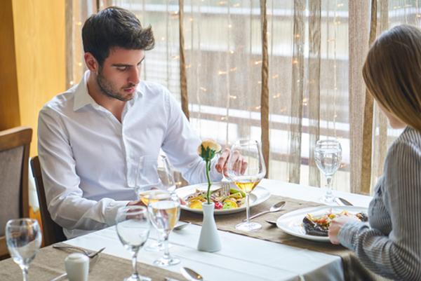 初デートの食事で男性を嫌いになってしまう5つのわけ