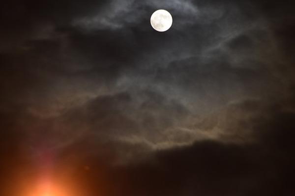満月の夜に不思議な予感がする5つのわけ