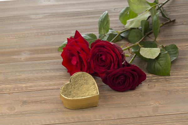 赤いバラの花言葉とそれにまつわる5つのこと