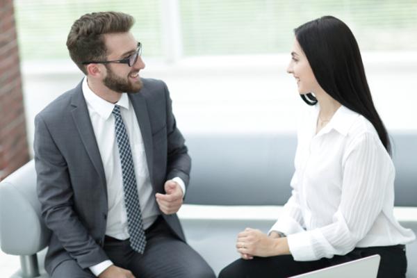 好きな人に話しかけるのにベストな5つのタイミング