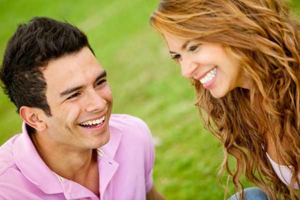 目をそらす心理には愛情が関係する?