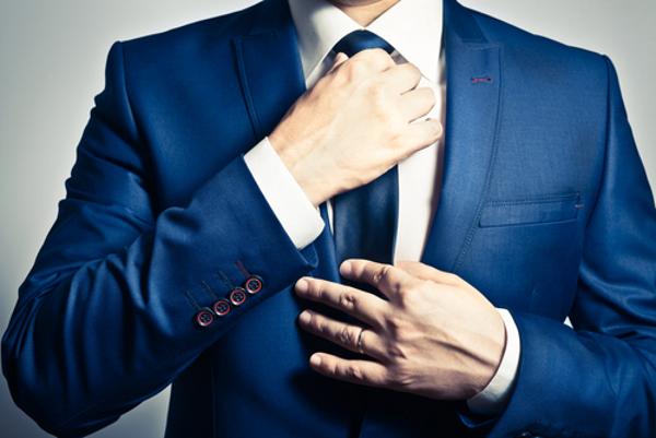 ネクタイを触る心理で分かる男性の現在の思い